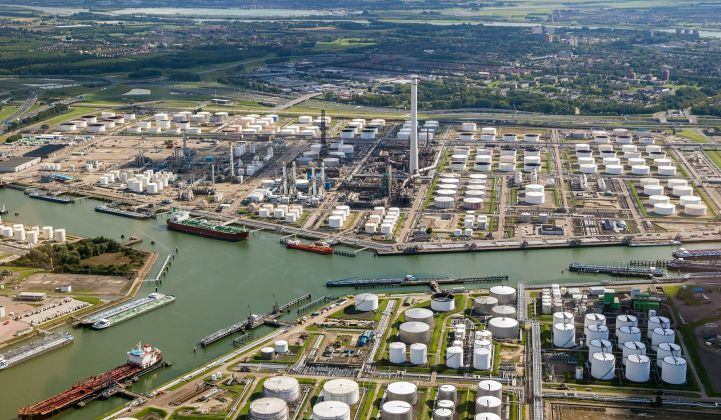 A final investment decision on the 250-megawatt water electrolysis facility in Rotterdam is expected in 2022.