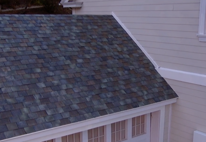 Solar Panel Roof Shingles >> Running The Numbers For Tesla S Solar Roof How Much Will It Cost