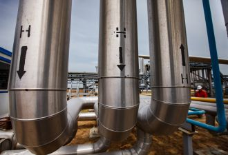 Utilities around the world are testing the effects of increasing the share of green hydrogen in natural gas pipelines.